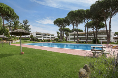 Apartments in Calella de Palafrugell with Swimming Pools
